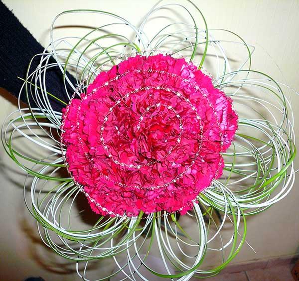 Букет из ярких розовых гвоздик