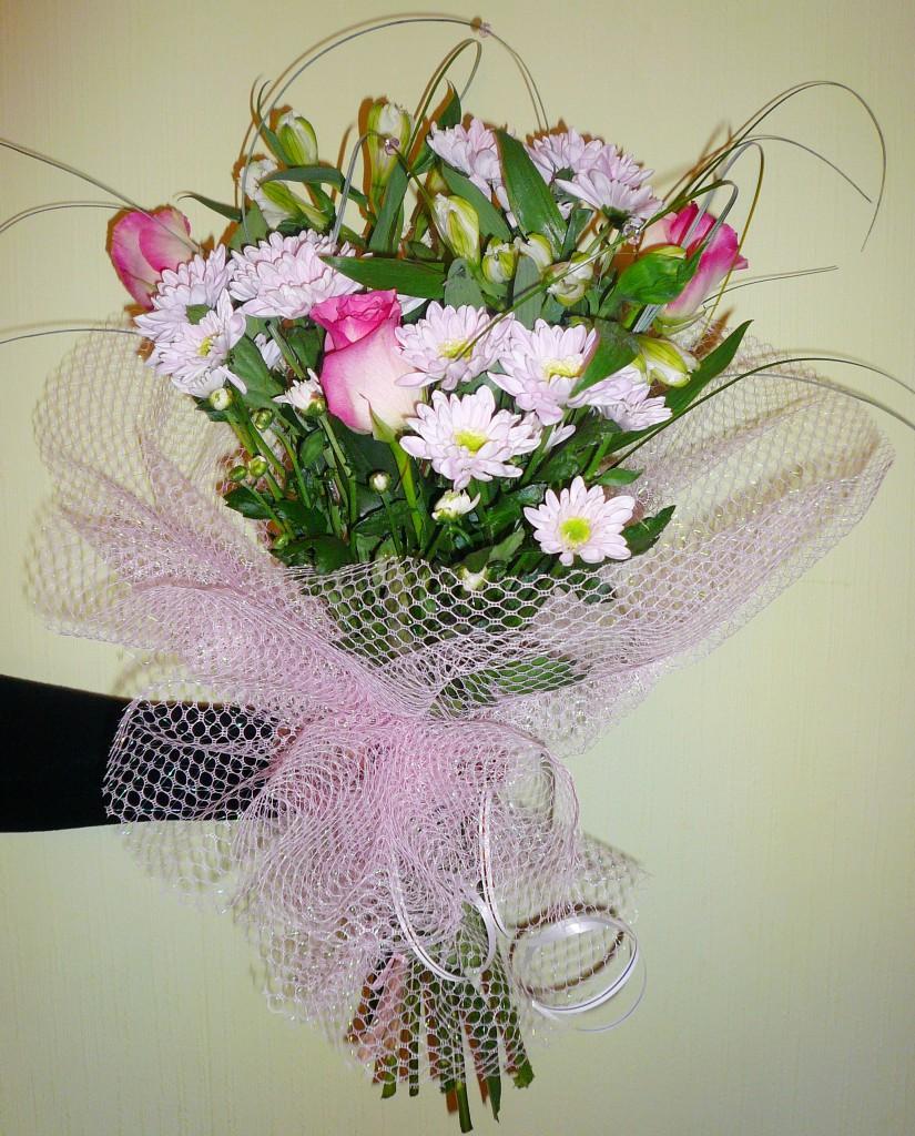 Упаковать цветы в сетку своими руками видео