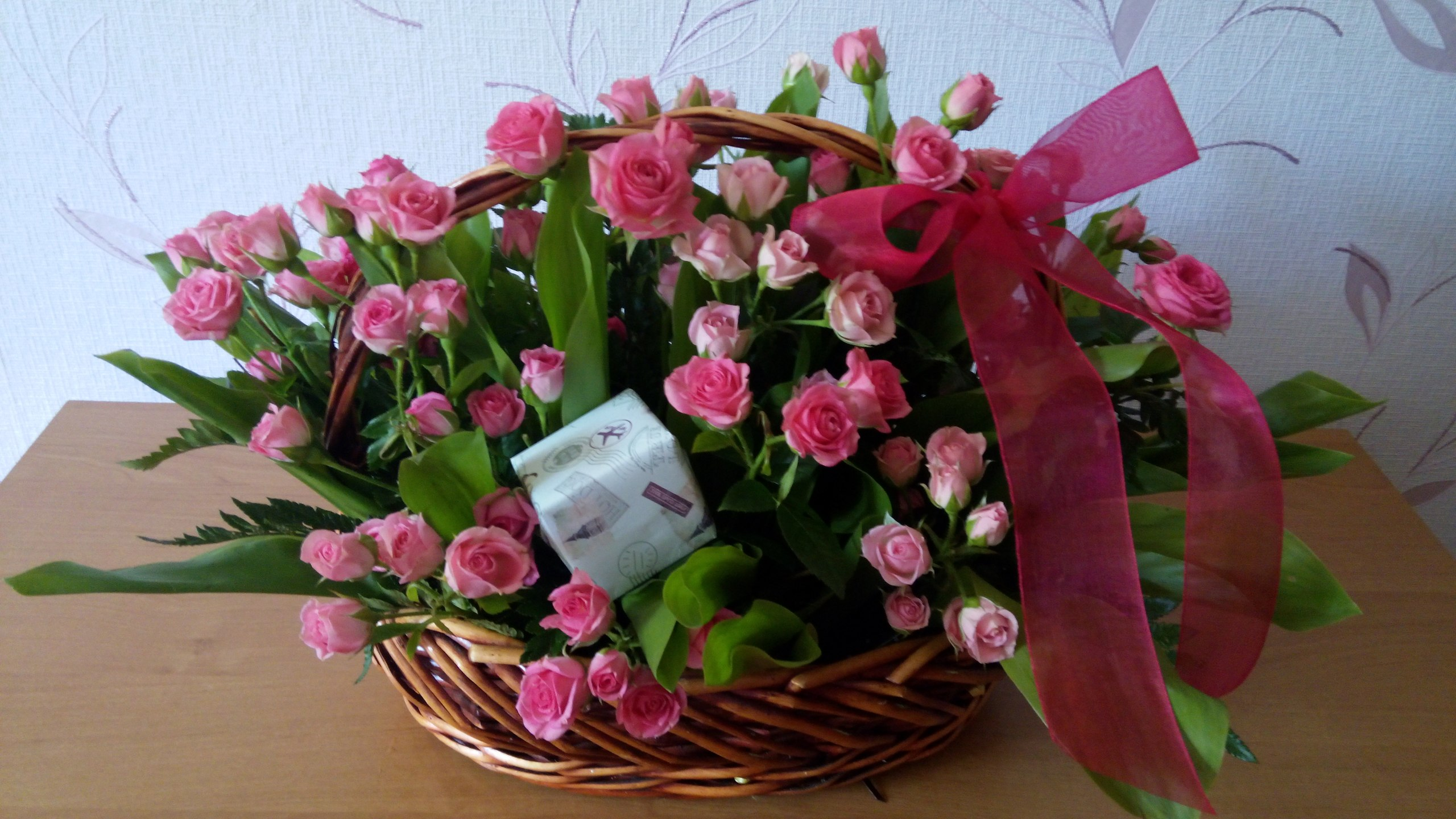 Роскошная корзина кустовых роз