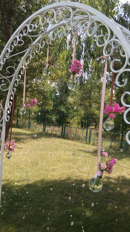 Изящное украшение свадебной арки