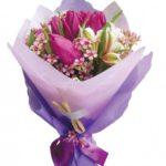 Как разнообразить букет тюльпанов